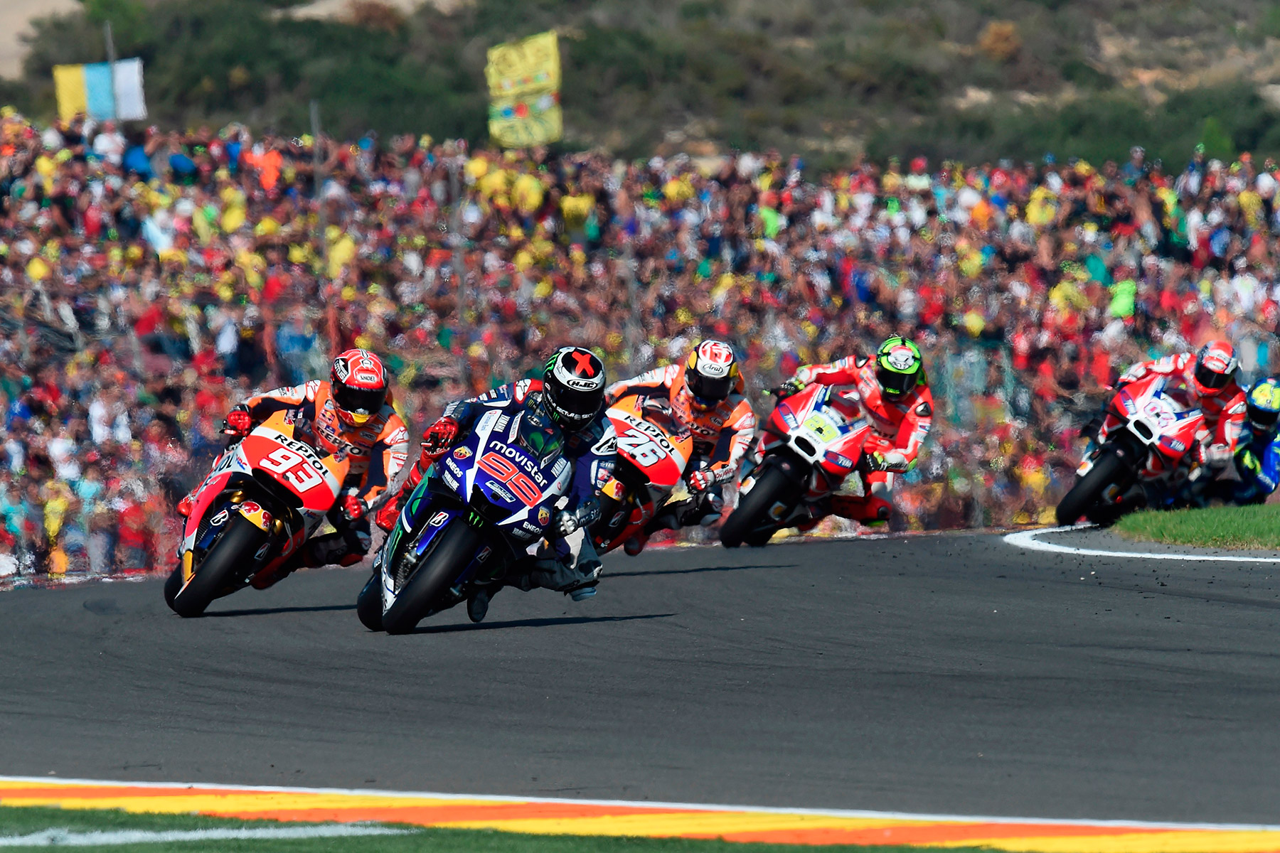 https://feetuphostels.files.wordpress.com/2016/11/motogp-valencia-2016-horarios.jpg